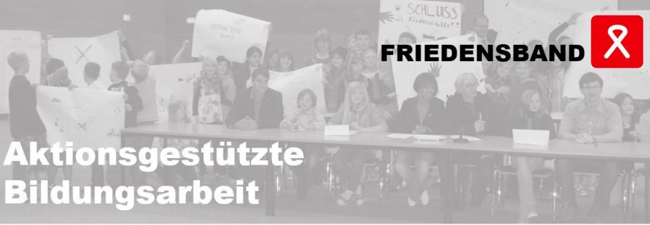Unser Verein heißt Aktion Weißes Friedensband, aber wir haben die Kurzform FRIEDENSBAND gewählt. Unsere Form, mit Jugendlichen zu arbeiten nennen wir